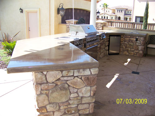Outdoor Kitchen with Stainless Steel Appliances