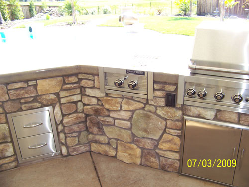 Outdoor Kitchen with Stainless Steel