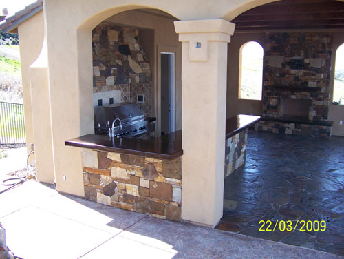 Outdoor Kitchen with Flagstone Tile
